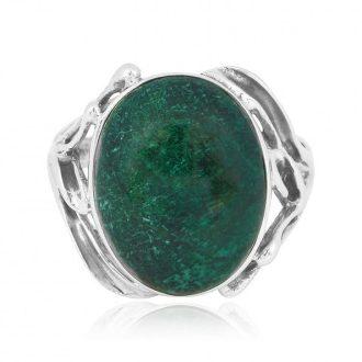 Oval sølvring med grøn sten