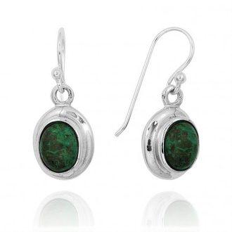 Ovale sølv øreringe med grøn sten